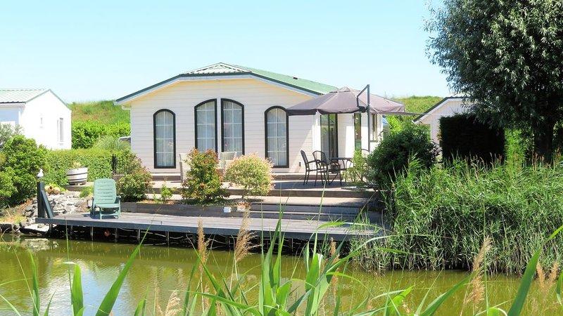 De Parel van Zeeland. Met sauna en uitzicht op het water., vakantiewoning in Stavenisse