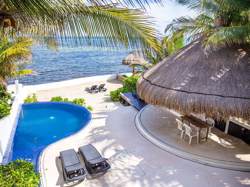 SOCIALLY DISTANCING WITHOUT COMPROMISING!! PRIVATE OCEANFRONT PARADISE, vakantiewoning in Puerto Morelos