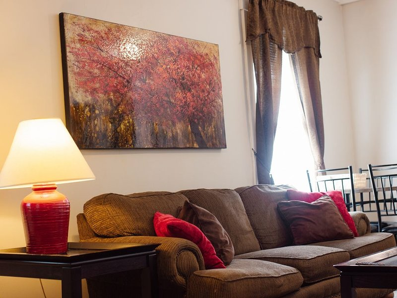 Clean and Comfortable near Downtown/I-80/Zoo, alquiler de vacaciones en Omaha
