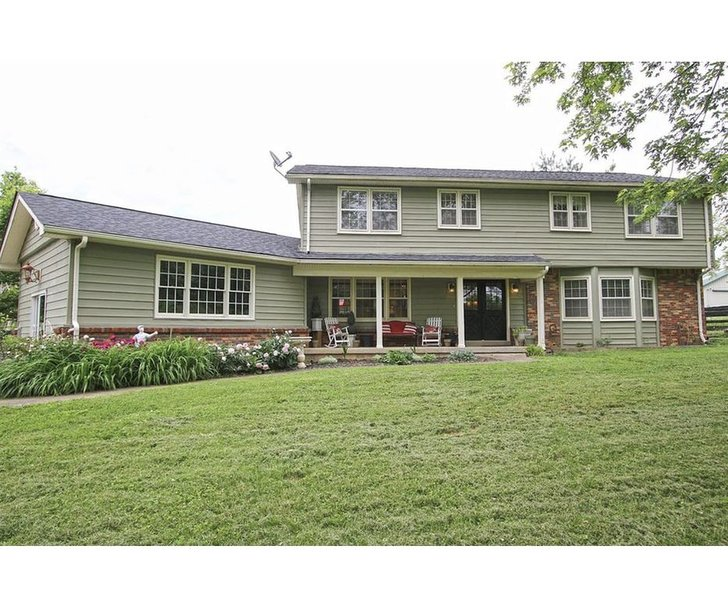 Raven Fox Farm-Country Charm! 5 BR Only 8 miles from Keeneland and BG Airport, location de vacances à Lawrenceburg