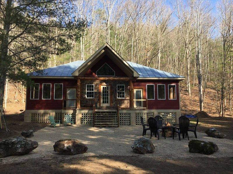 Bear Necessities Cabin, holiday rental in Vesuvius