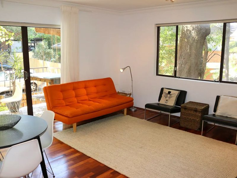 Spacious Apartment in Lane Cove Near CBD, holiday rental in Linley Point