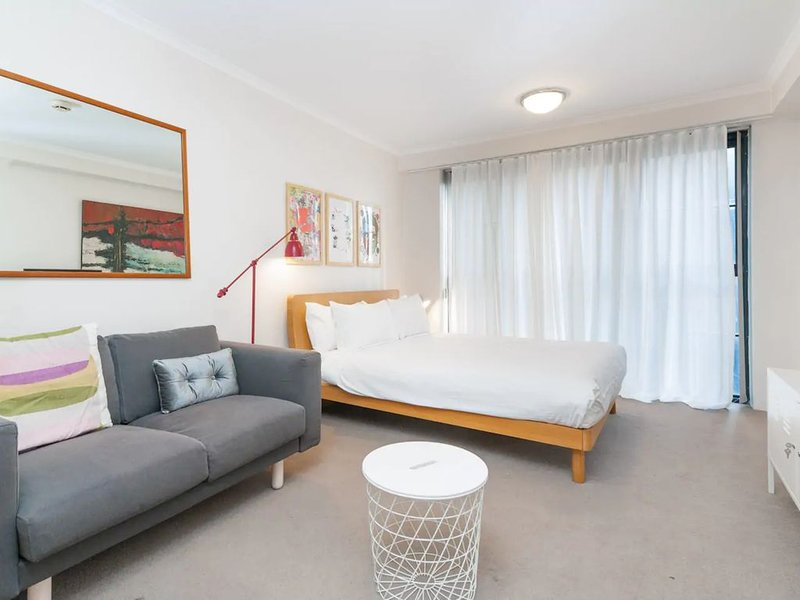 Amazing Studio with Pool in Central Sydney, holiday rental in Sydney