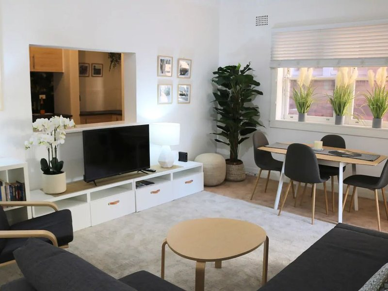 Luxury Double Bay Flat by Harbour Pool, holiday rental in Vaucluse