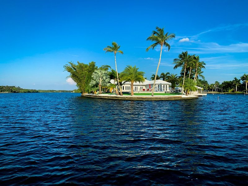 Grace River Island Resort - A QUIET Tropical Island, vacation rental in Lehigh