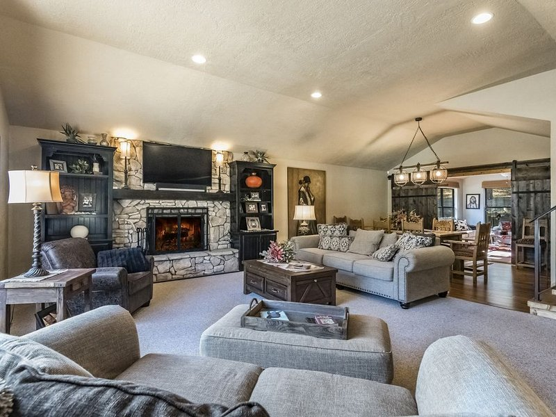 Think Snow Chalet...awesome and close to slopes!!!, vacation rental in Angel Fire