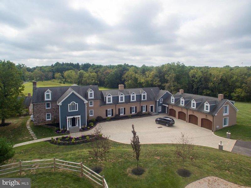 Expansive Modern Farm House on 8 park-like acres, aluguéis de temporada em Perkiomenville