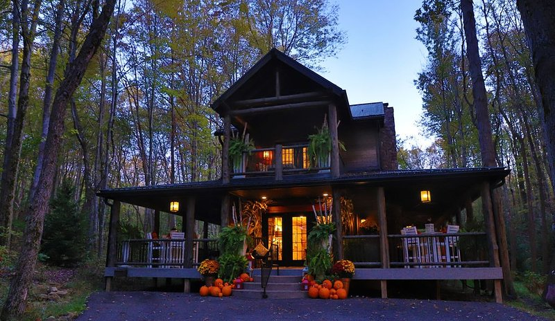 Columbia Woodlands Dreamcatcher Cabin, holiday rental in Massillon