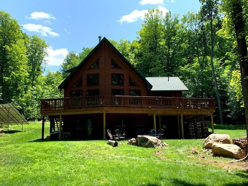 New 'Green' Home - High Peaks, Keene, Keene Valley, Whiteface, Lake Placid, location de vacances à Keene
