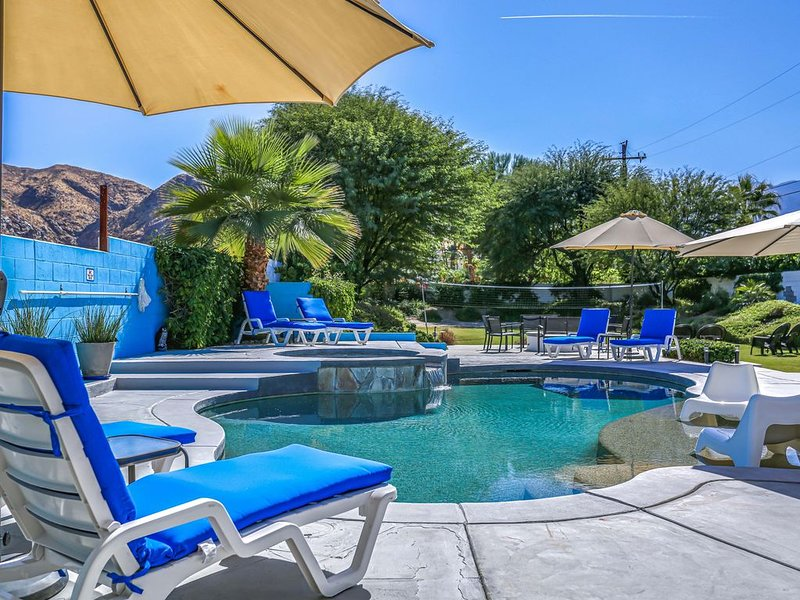 Private Half Acre Resort! Views! Pool! Spa! Baja Shelf! Firepit!, holiday rental in Palm Springs