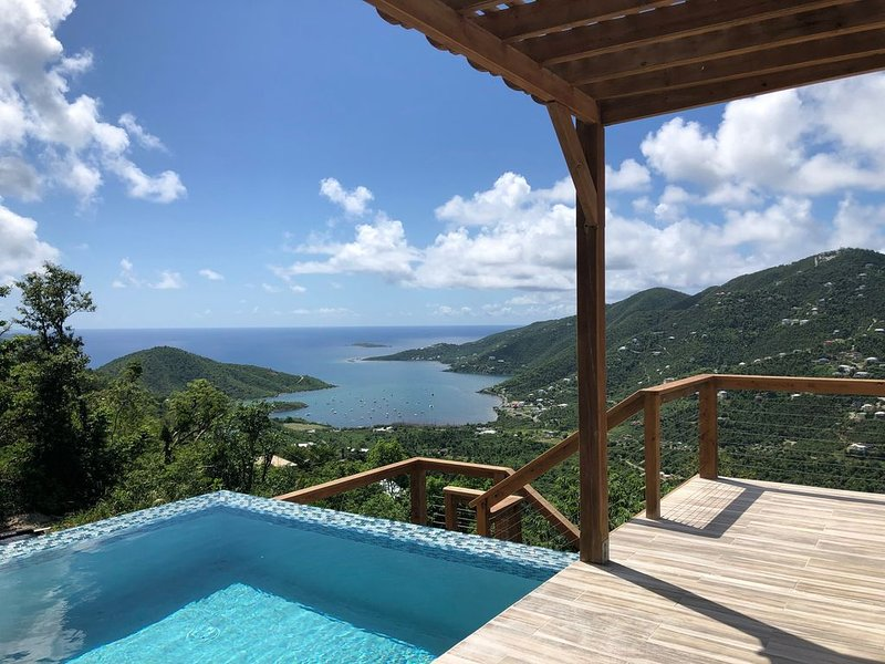 Gorgeous New Home In Upper Carolina, Breathtaking Views Of Coral Bay., holiday rental in Maho Bay