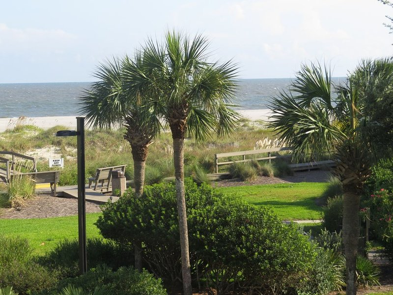 Charming Wild Dunes condo with fabulous ocean views - with sportscard, alquiler de vacaciones en Isle of Palms