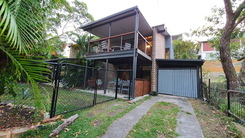 Toms Holiday House at Point Lookout, Straddie, holiday rental in Amity