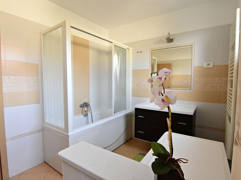 Appartamento Vedrana1 Umag vicino al mare terrazzo WiFi lavastoviglie lavatrice, casa vacanza a Umag