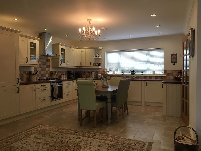 A Luxurious family Cotswold home with a short stroll from market-square, vacation rental in Upper Oddington