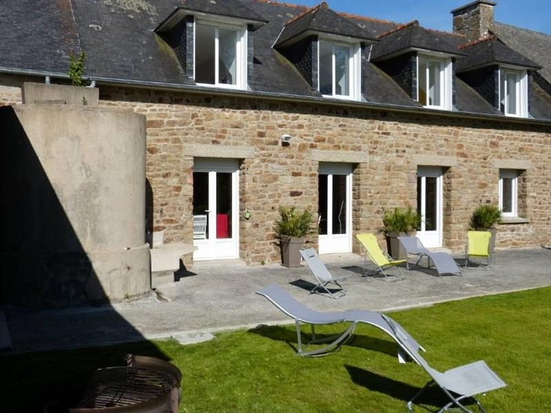 Grande maison avec grand jardin, holiday rental in Roz-sur-Couesnon