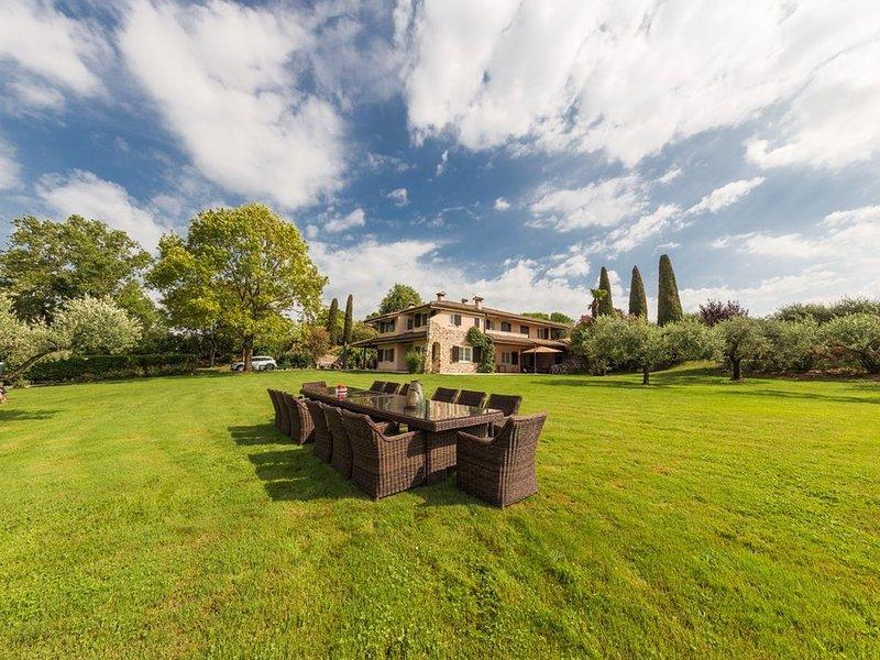 Villa Minerva – Lussuosa e riservata villa sulle colline di Lazise con piscina, Ferienwohnung in Domegliara
