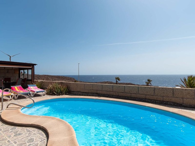 Villa Tania für 6 Personen mit eigenem Pool und herrlichem Meerblick, casa vacanza a San Miguel de Tajao