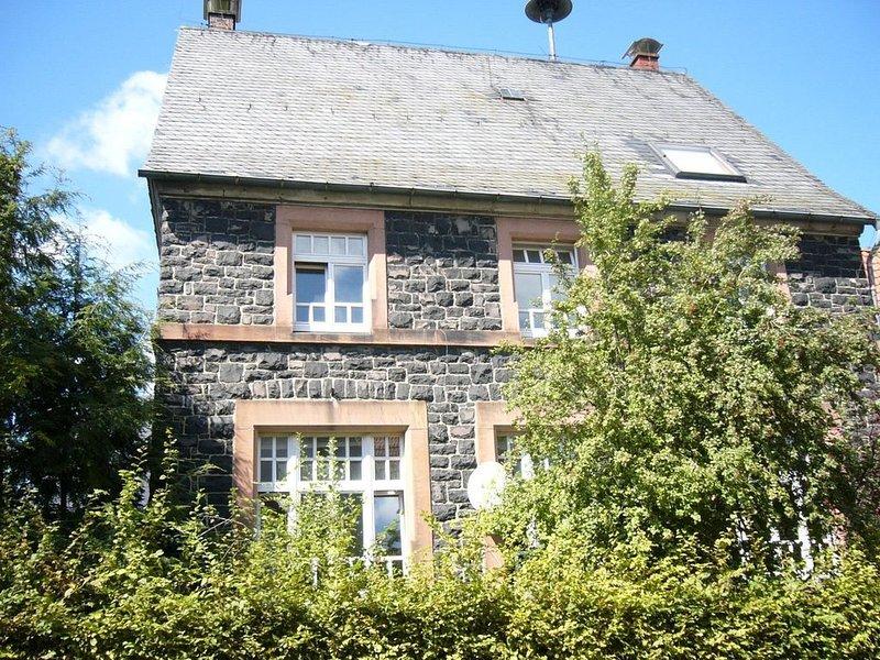 Ferien im Hohen Vogelsberg. Alter Schulsaal, schöne Loftartige, helle Wohnung., vacation rental in Ortenberg