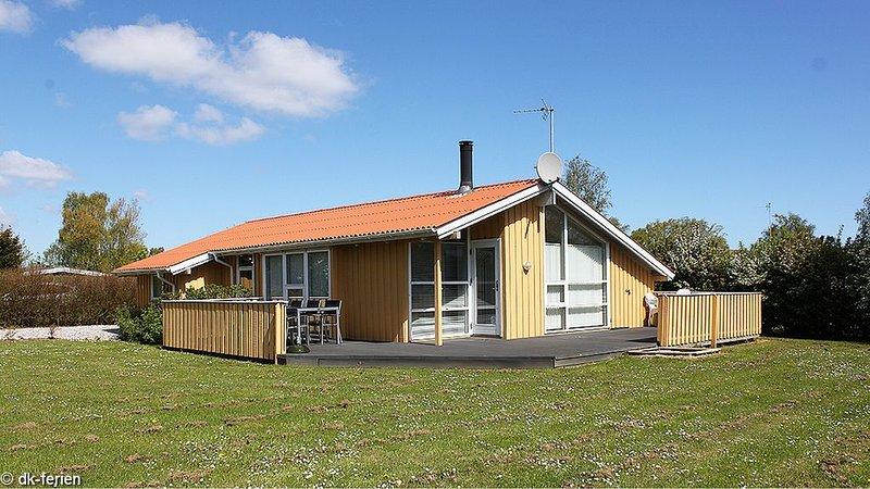 Ordentliches Holzhaus auf Rasengrund, mit Whirlpool, Sauna, Ofen und WLAN, location de vacances à Horuphav