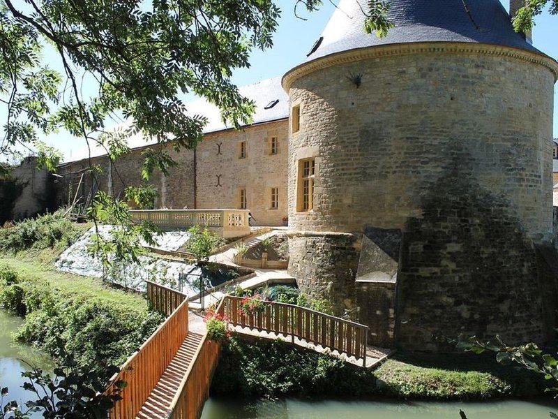 Détente et bien être au château de Charbogne dans les Ardennes, vacation rental in Le Chesne