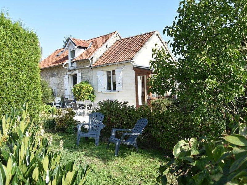 Petite maison au calme pour des séjours au vert, holiday rental in Chauny