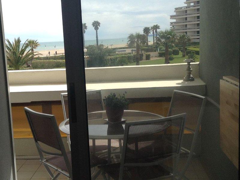 Appartement vue mer,accès direct à la plage,mer à 50m., holiday rental in Canet-en-Roussillon
