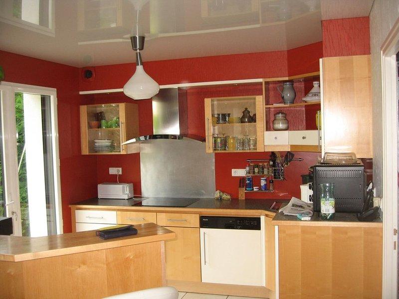 Maison dans lotissement calme, grande piéce de vie + 3 chambres, casa vacanza a Sene