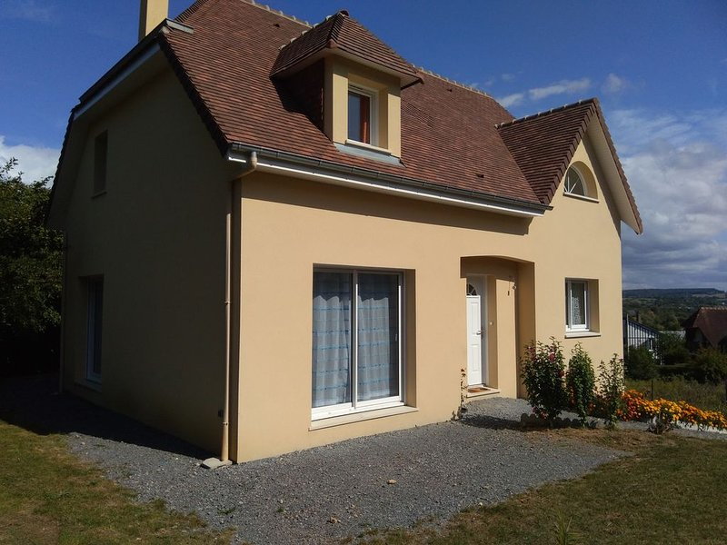 Nice house with garden & terrace, holiday rental in Saint-Arnoult