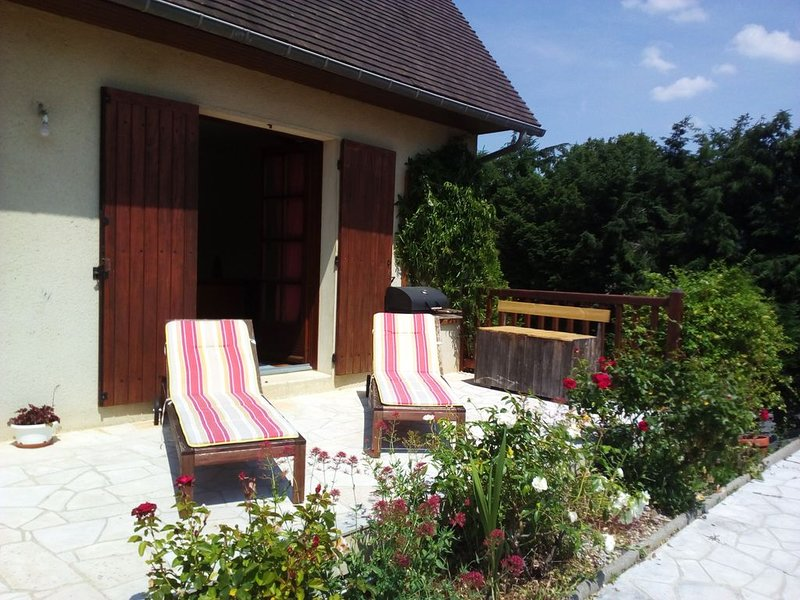 chambres au calme avec terrasse, holiday rental in Noyers-Bocage