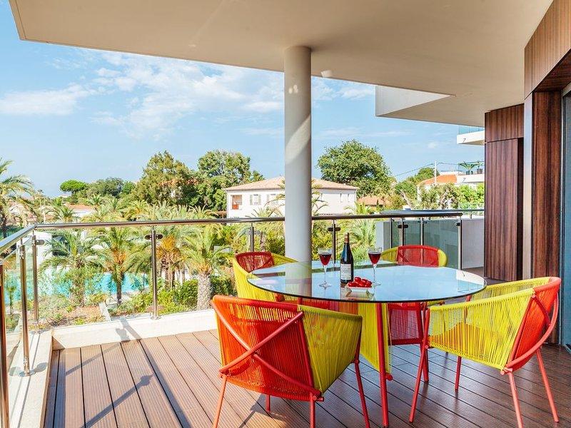 Parc du Cap Antibes appartement 2 chambres avec piscine, tennis et gym, holiday rental in Cap d'Antibes