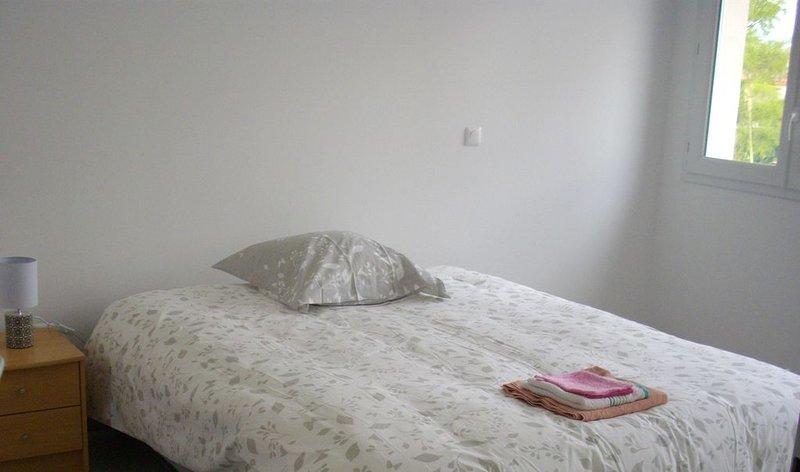 Maison Neuve avec Jardin, holiday rental in Pelissanne