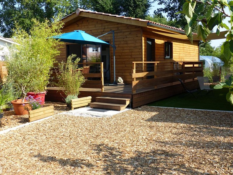 La Case des Bergeys , cabane en bois au bord du Bassin d'Arcachon  à Audenge., holiday rental in Audenge
