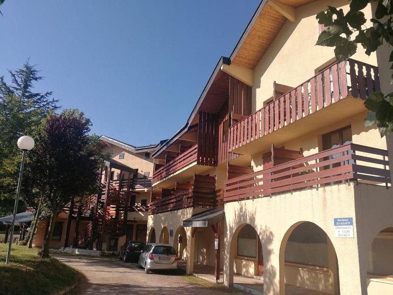 Charmant Petit appartement, holiday rental in Osseja