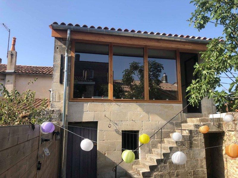 Loft de 105m2 sur la route des châteaux prestigieux du Médoc, casa vacanza a Arsac