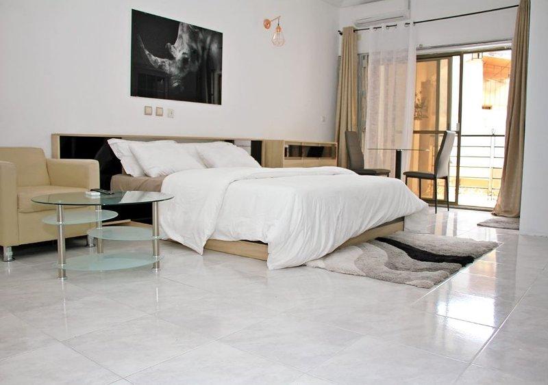 Entire Villa duplex - Cocody Abidjan, location de vacances à Région des lagunes