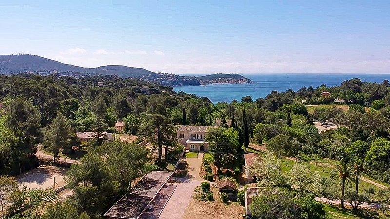 Vaste propriété de luxe 600  m2 Vue Mer, casa vacanza a Le Pradet