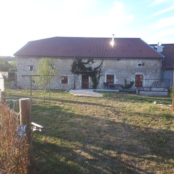 Ancien corps de ferme rénové - Sud Meusien (55), holiday rental in Neufchateau