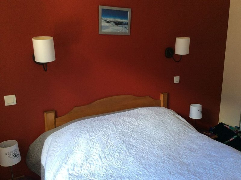 Bel appartement avec vue sur la montagne, location de vacances à Hautes-Pyrenees