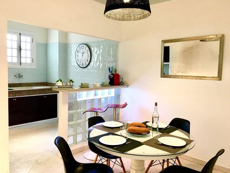 LAU 6-Appart 70 m2, moderne , lumineux, proche gare TGV et ambassade de France., holiday rental in Rabat