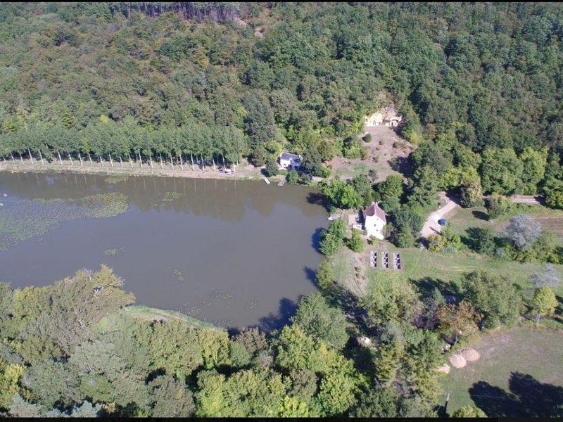 Gîte 4/6  personnes au bord d'un étang de pêche au coeur d'un site naturel, vacation rental in Saint-Epain