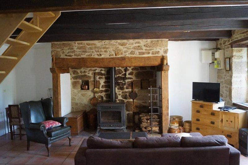 Jolie maison dans les bois d'Auriac Correze, holiday rental in Gros-Chastang