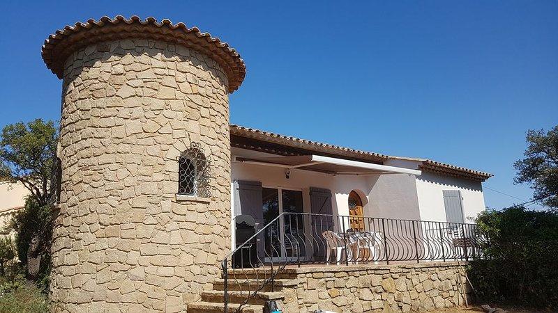 Sainte Maxime, Villa rénovée, au calme, vue mer &  Golfe de Saint Tropez, holiday rental in Sainte-Maxime