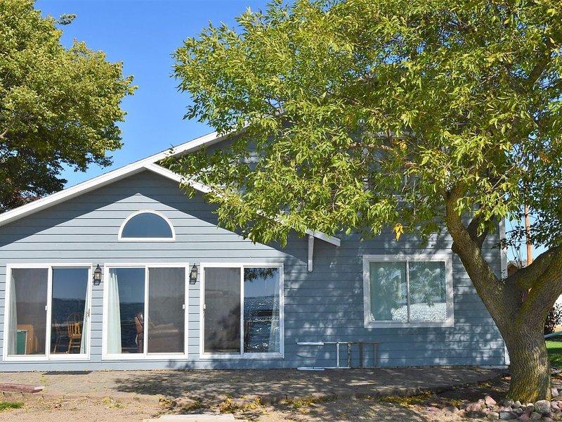 25081 McClellands Dr. Spirit Lake Ia 51360, holiday rental in Spirit Lake