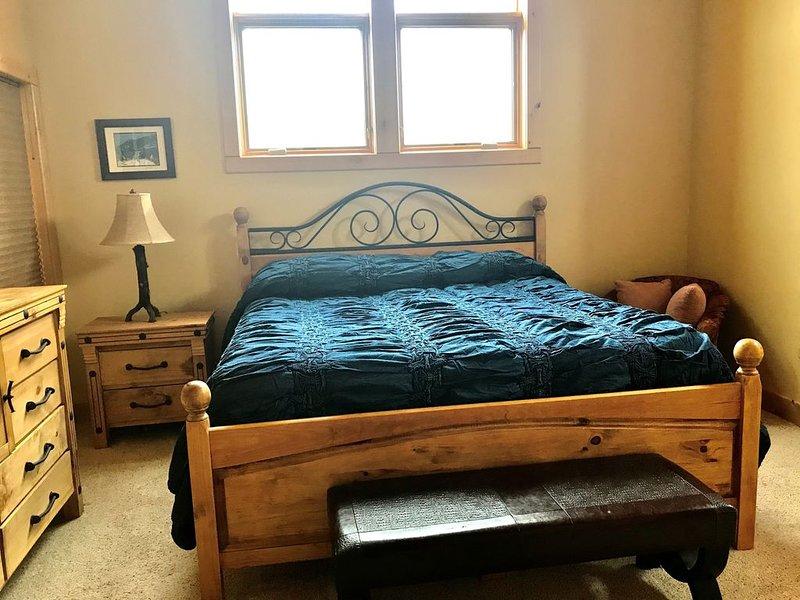SOUTH FORK RANCH - RIO GRANDE COUNTRY CLUB - SLEEPS 8 - 3 BEDROOMS, location de vacances à Del Norte