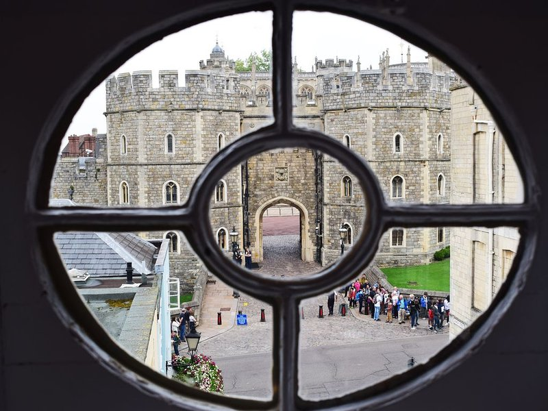 Luxury Townhouse next to Windsor Castle - Business Ready, holiday rental in Eton