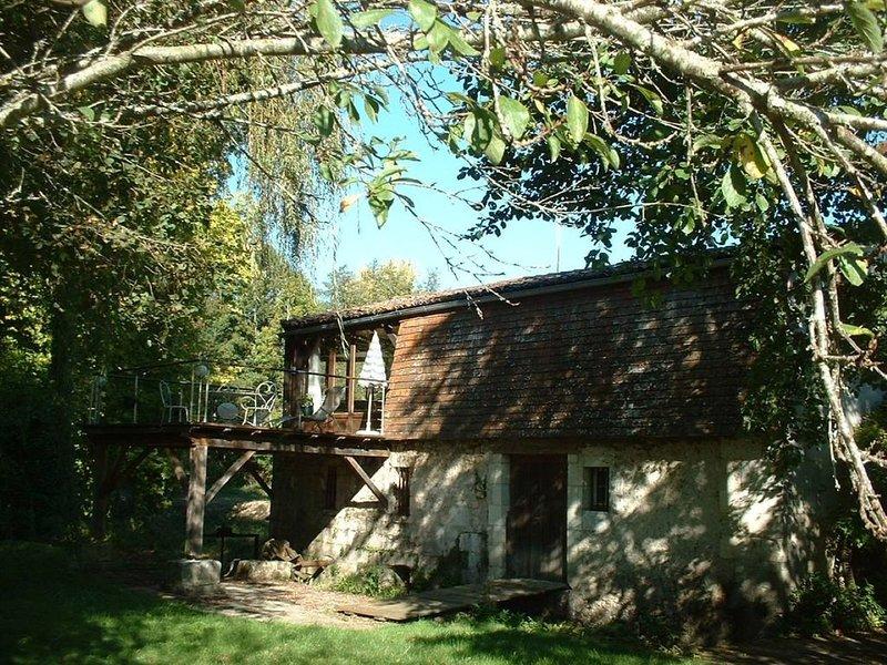 Romantic Watermill with private river  à Bourdeilles (Brantôme), location de vacances à Bourdeilles