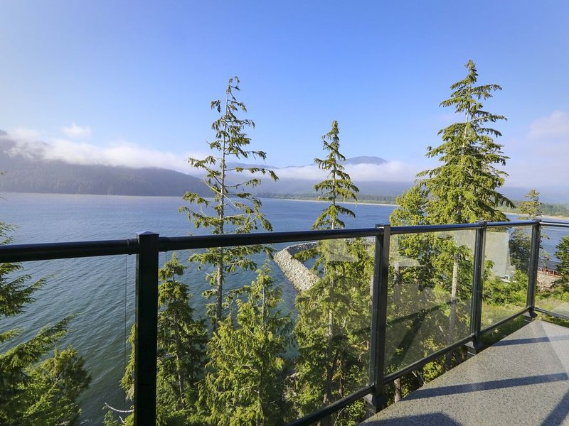 Spectacular Oceanfront Haven, holiday rental in Vancouver Island