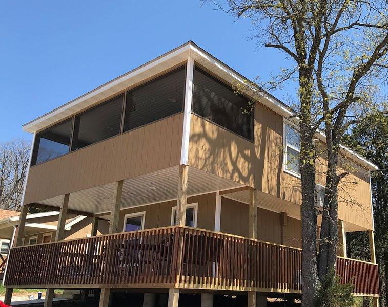 Large Beautiful Cabin Sleeps 12, aluguéis de temporada em Dixon