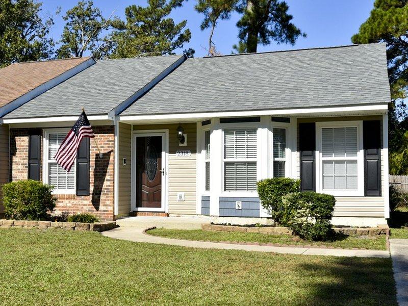 Near Camp LeJeune main gate,  Sleeps 6-7, vacation rental in Jacksonville